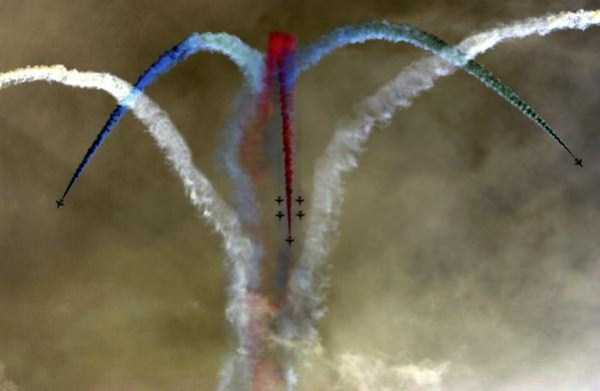 airplanes-doing-stunts (14)
