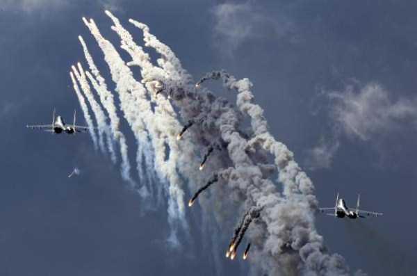 airplanes-doing-stunts (15)
