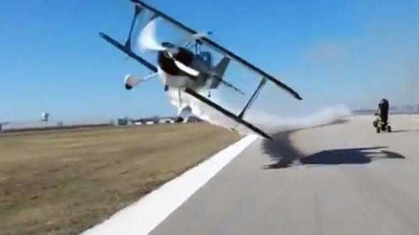 airplanes-doing-stunts (2)