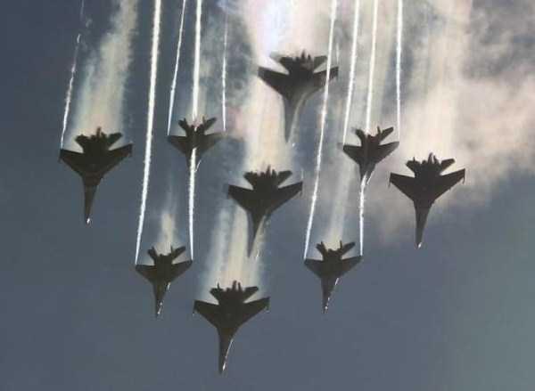 airplanes-doing-stunts (21)