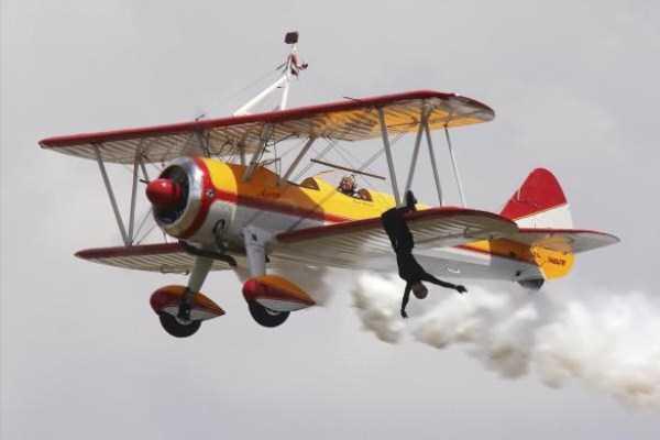 airplanes-doing-stunts (22)