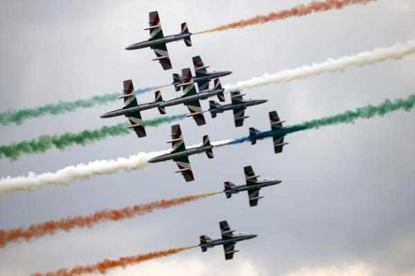 airplanes-doing-stunts (23)