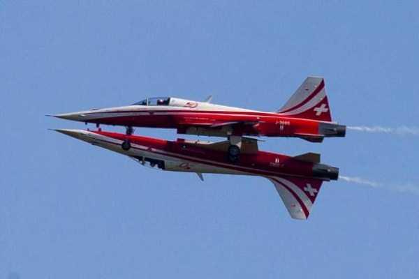 airplanes-doing-stunts (25)