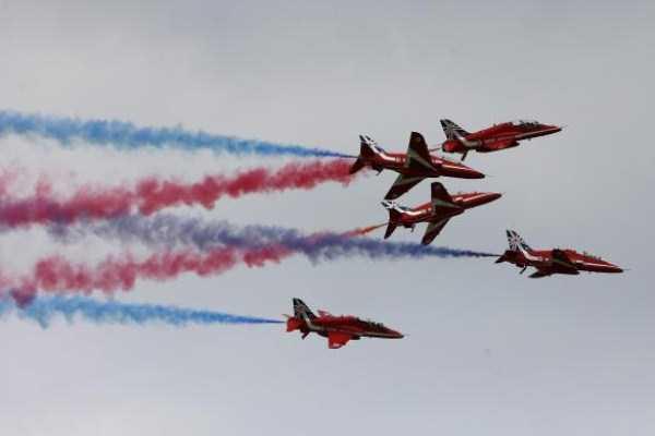 airplanes-doing-stunts (26)