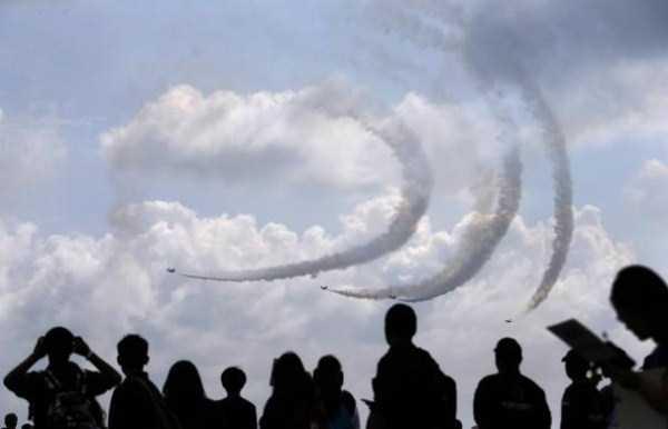 airplanes-doing-stunts (29)
