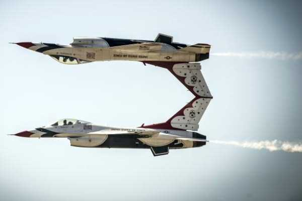 airplanes-doing-stunts (30)
