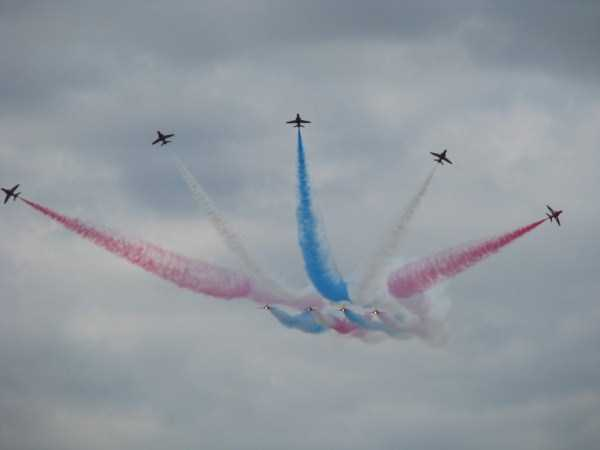 airplanes-doing-stunts (31)