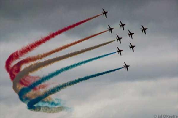 airplanes-doing-stunts (32)