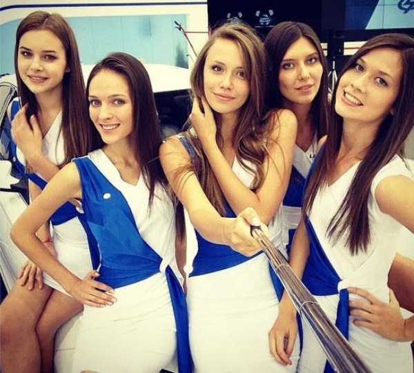 hot-girls-at-moscow-car-show (14)