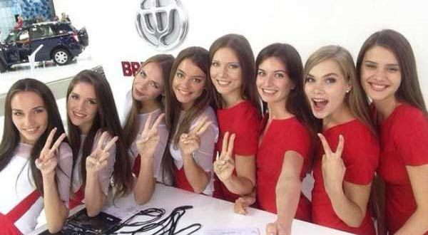 hot-girls-at-moscow-car-show-(27)