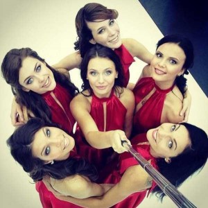 Attractive Hostesses of Moscow Car Show Taking Selfies (26 photos) 5