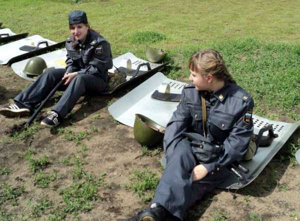 hot-russian-women-in-various-uniforms (9)