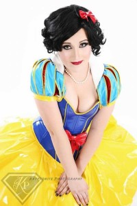 Hot Female Cosplayers (36 photos) 28