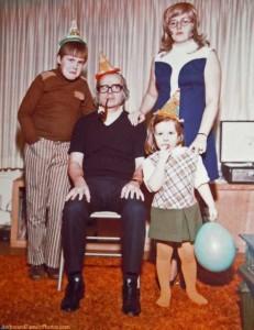30 Seriously Odd Family Photos (30 photos) 8