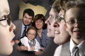 30 Seriously Odd Family Photos (30 photos) 12