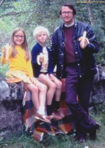 30 Seriously Odd Family Photos (30 photos) 30