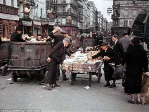 Life in Occupied Paris During the Second World War (36 photos) 25