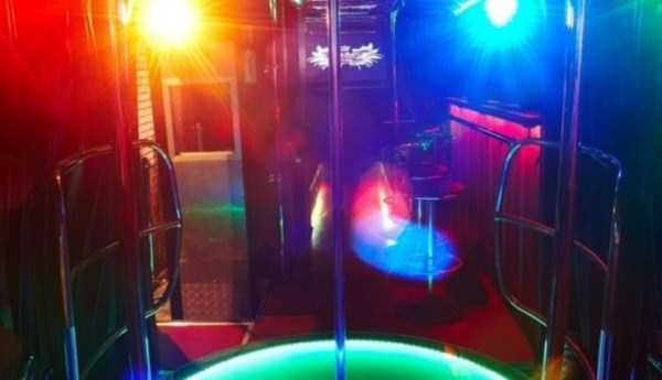 bus-converted-into-night-bar (10)
