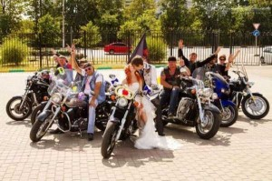 Some Weddings are a Bit Different (62 photos) 3