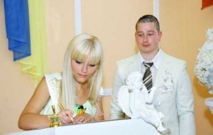 Some Weddings are a Bit Different (62 photos) 38