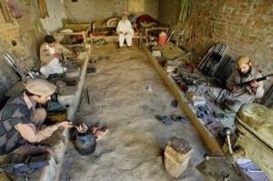 Illegal Gun Makers in Pakistan (15 photos) 1