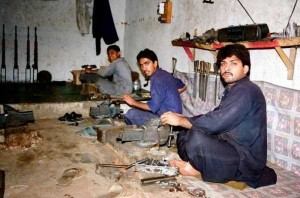 Illegal Gun Makers in Pakistan (15 photos) 10