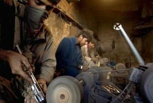 Illegal Gun Makers in Pakistan (15 photos) 4