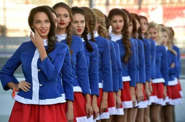 formula-one-sochi-grid-girls (6)