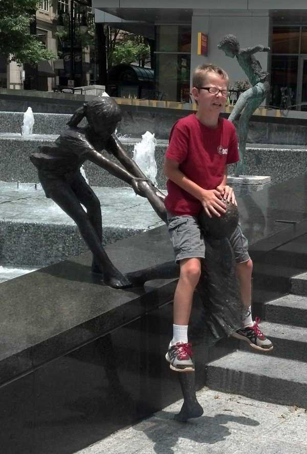 fun-with-statues-(3)