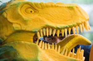 T-Rex's Head Made From Carved Pumpkin (8 photos) 6