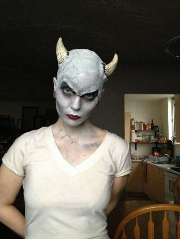 realistic halloween makeup ideas 2 pictures
