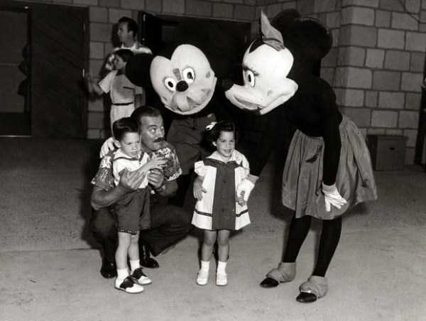 wtf-disneyland-photos-(10)