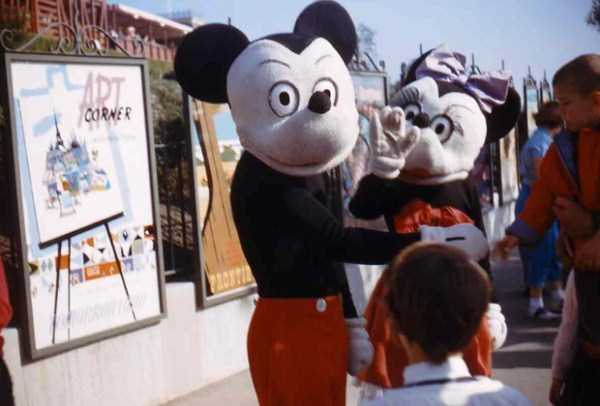 wtf-disneyland-photos-(12)
