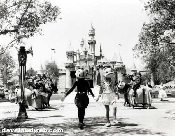 wtf-disneyland-photos-(14)