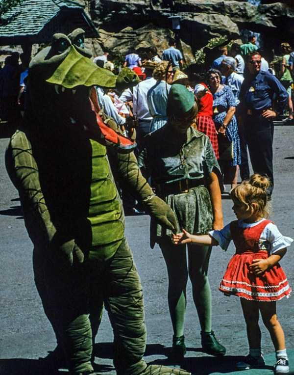 wtf-disneyland-photos-(3)