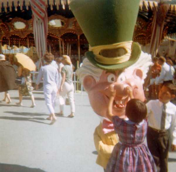wtf-disneyland-photos-(6)