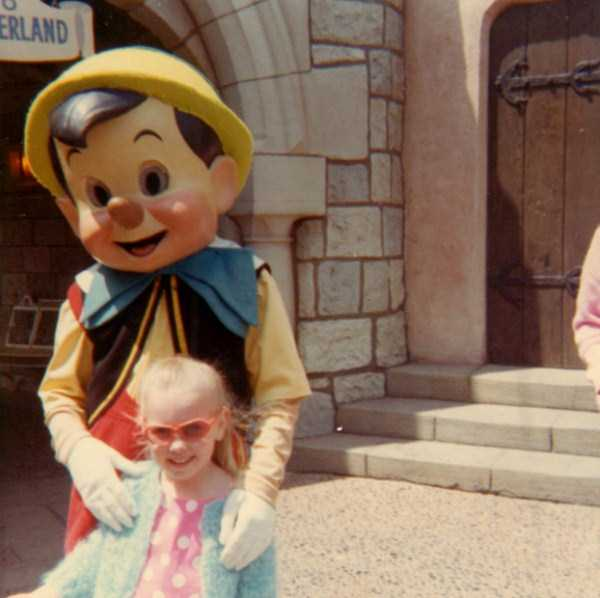 wtf-disneyland-photos-(7)