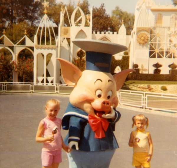 wtf-disneyland-photos-(8)