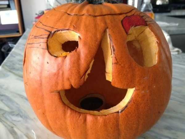 Horrible Halloween Pumpkin Carving Fails (26 photos) 26