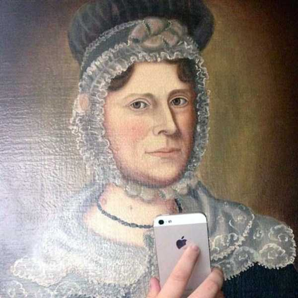 old-paintings-taking-selfies (25)