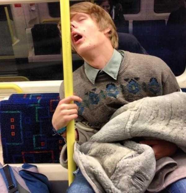 people-can-sleep-everywhere (13)