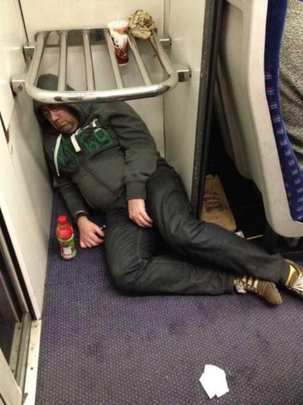 people-can-sleep-everywhere (14)