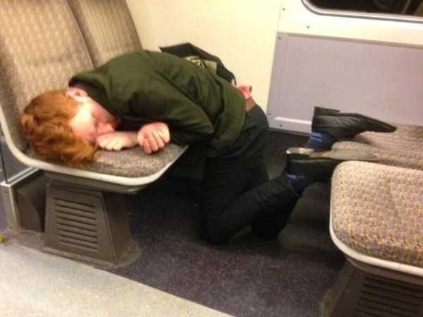 people-can-sleep-everywhere (17)