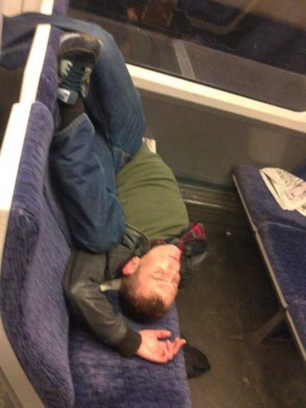 people-can-sleep-everywhere (19)