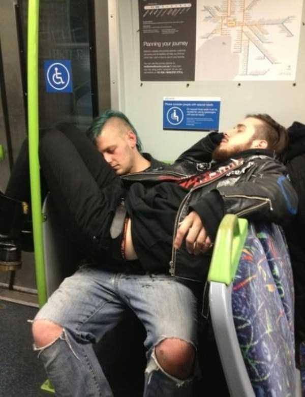 people-can-sleep-everywhere (20)