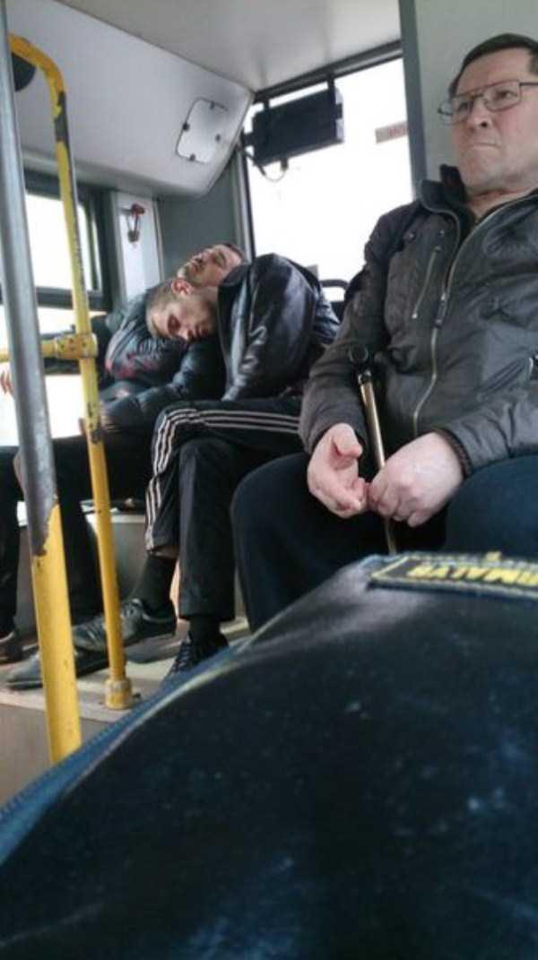 people-can-sleep-everywhere (23)