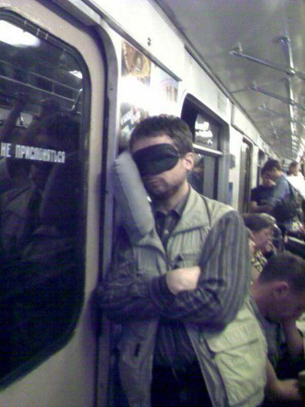 people-can-sleep-everywhere (24)