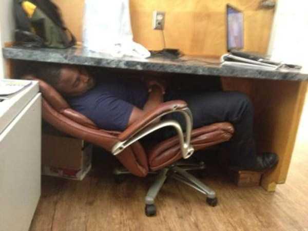 people-can-sleep-everywhere (33)