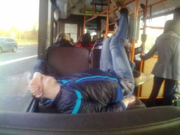 people-can-sleep-everywhere (36)