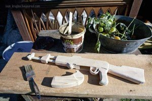 Legendary AK-47 Machine Gun Made Entirely out of Wood (24 photos) 18